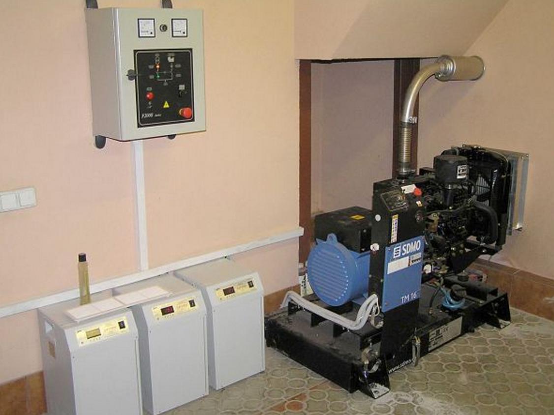 Фото: Установка генератора в шумоизолированном помещении