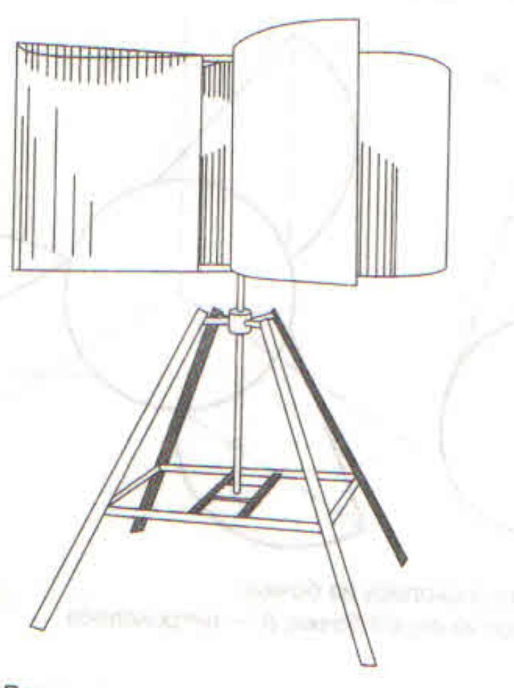 Фото: Ветрогенератор с вертикальной осью вращения с лопастями, изготовленными из металлической бочки